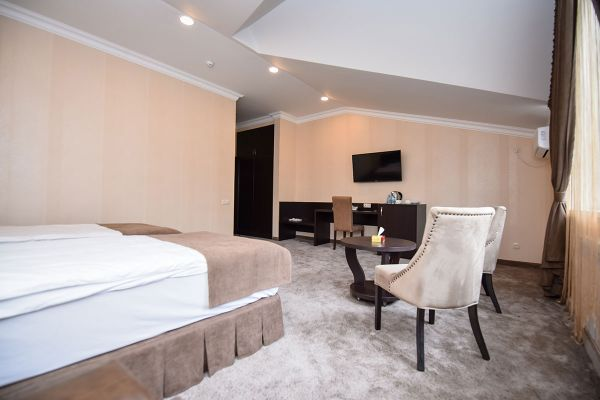 hotel-laguna-018768E96FA-8CFB-A716-5B55-34175BDFF045.jpg