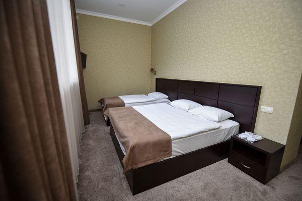 triple-room-00226DFF9EE-8738-CD96-09A6-B3034D29BD93.jpg